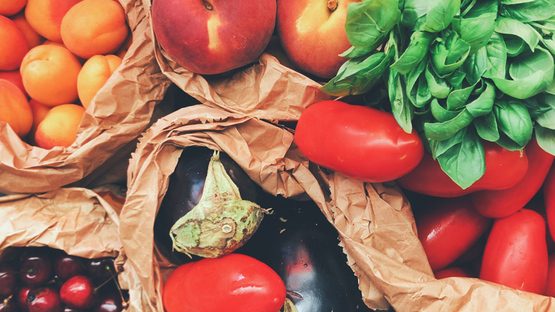 Different foods last better stored in different places, so knowing where to store them is key to keeping them fresh.  Find out where to store your foods, as well as tips on how to use them, plus more tips on reducing waste here ⬇️
