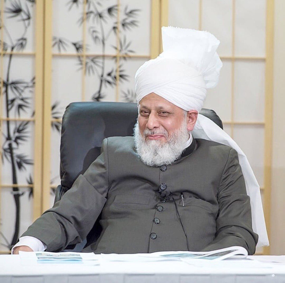 May Allah grant him long healthy life. May Allah enable us to followhis footsteps in serving mankind. Aameen   #CaliphOfMessiah. Khilafat Day https://t.co/oCrLmIaDOz