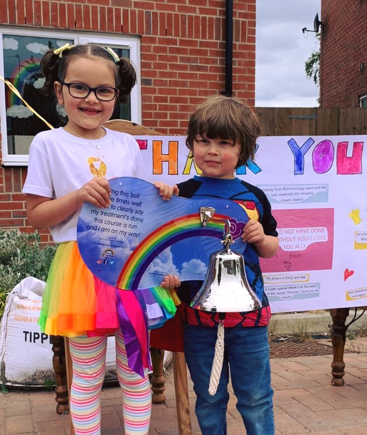 🎶✊ Someones knocking at the door, somebodys ringing the bell! 🔔😎 Mia just finished her Cancer treatment with us, but couldnt celebrate as normal because of Covid restrictions. So to make up for it, we delivered her our End of Treatment Bell for her to celebrate in style!