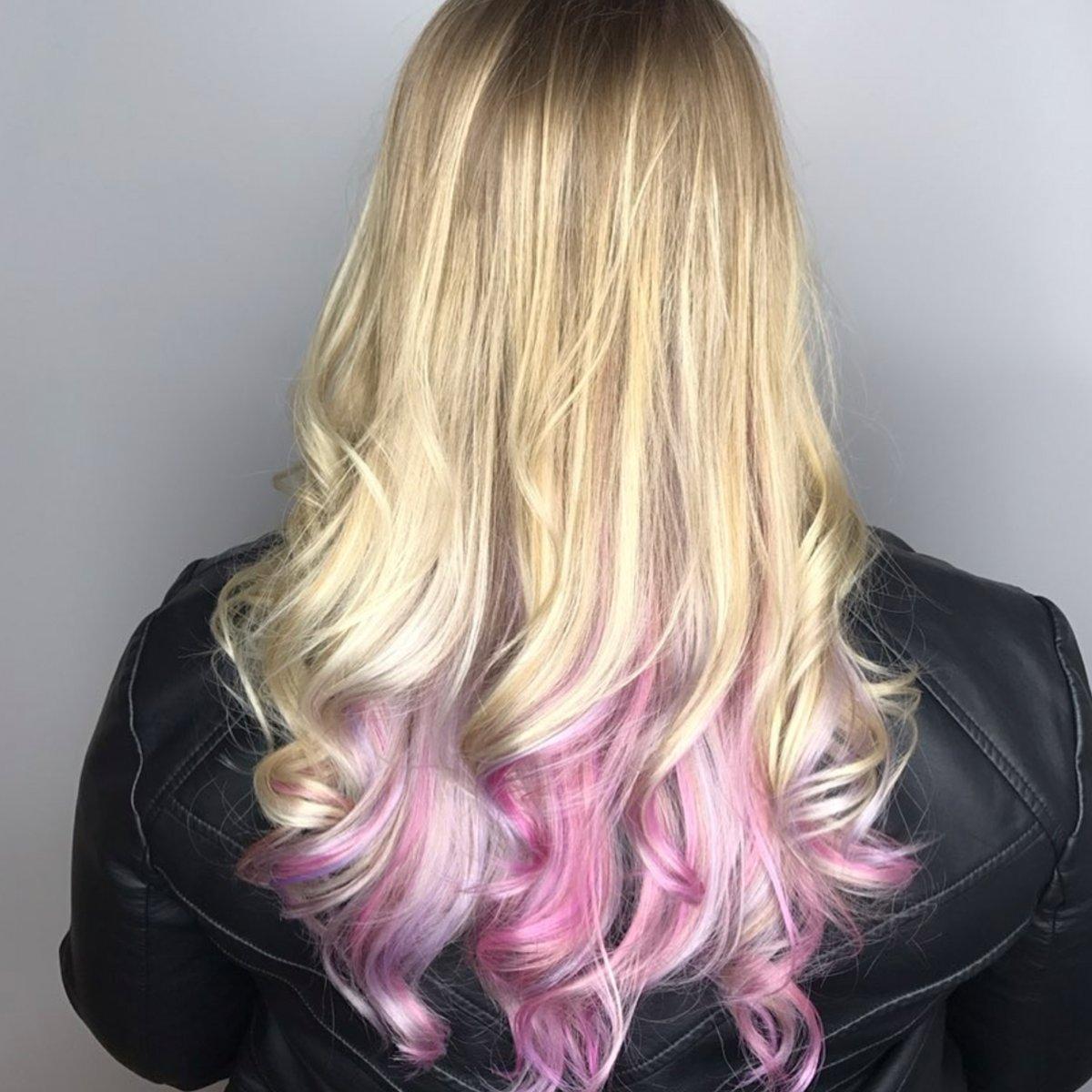 Hair by Tiffany : https://bit.ly/tiffany-pumpsalon…  Pop of color . #pumpsalon #cincinnatihair #bumbleandbumble #wella #americansalon #cincinnatistylist #modernsalon #behindthechair #pulpriotpic.twitter.com/7ZfD2Jiw9C
