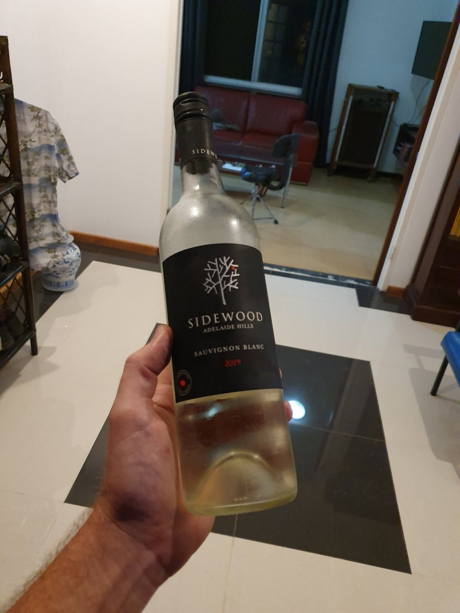 #winetasting if you're ever in Adelaide Hills. This is the funniest winery to go tasting:) and the savvy-blanc ain't bad... pic.twitter.com/1CgUNS5X9E