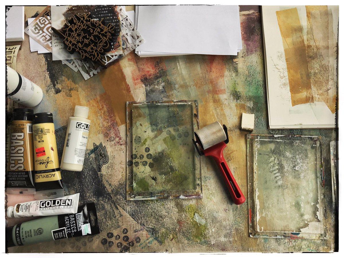 I could sit at this desk allll day. #gelplatetakemeaway #gelplate #gelprinting #gelpress #monoprinting #monotype #onmydesk pic.twitter.com/1jhAF1AYks