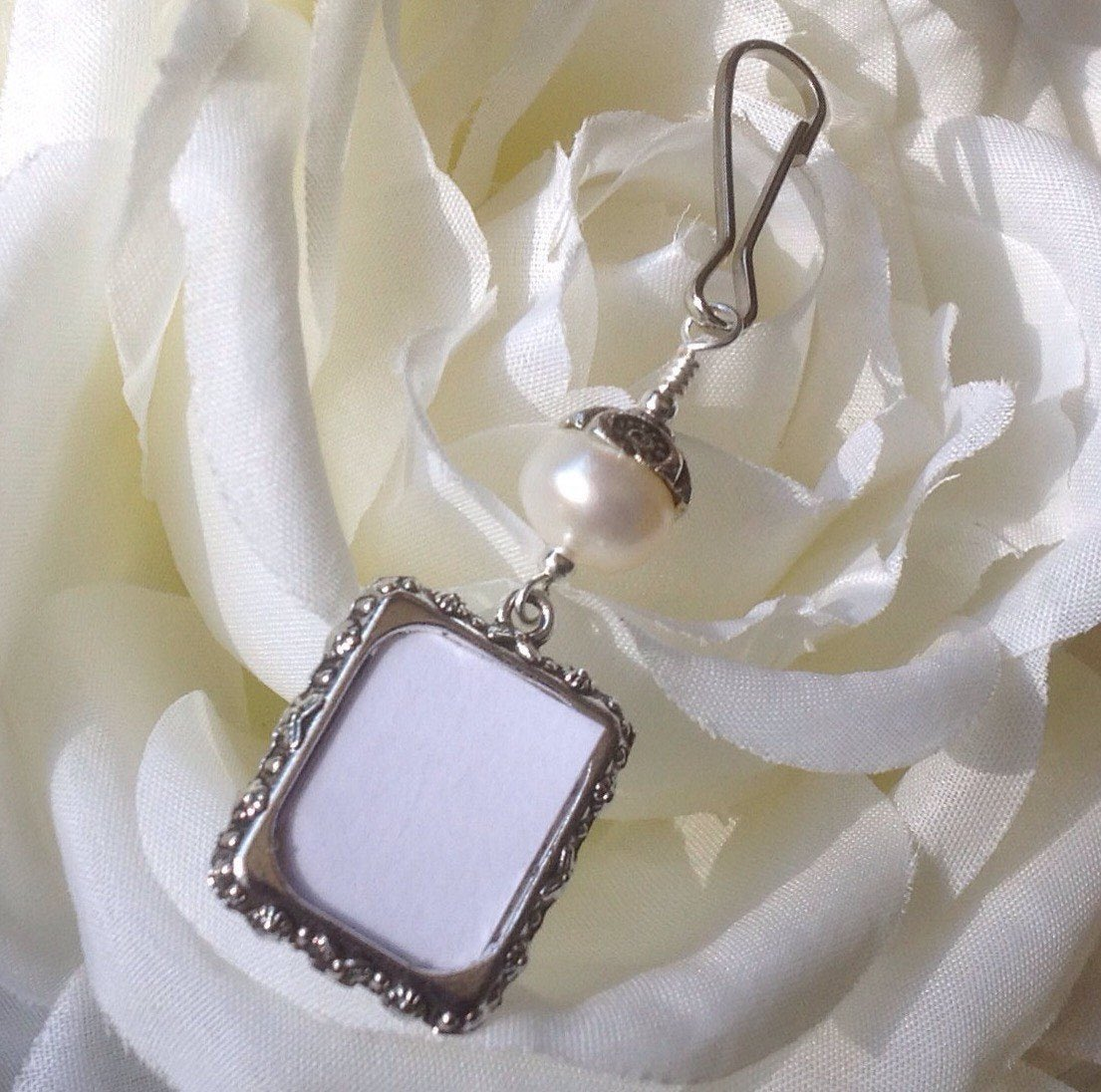 Excited to share this item from my #etsy shop: Wedding bouquet photo charm. Bridal bouquet charm with small picture frame and pearl. Bridal shower gift for a bride. Memorial photo charm. https://etsy.me/3c9qecy   #epiconetsy #etsymntt #bestofetsy #NJ #brides #like2 #shopetsypic.twitter.com/yAypqoLaX7