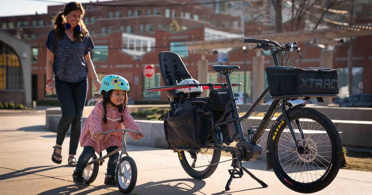 With little hearts and minds always watching and learning, how lucky they are to have someone like you teaching them that there can be another way.   #weridetogether #yougotthis #teachthemyoung #morekidsonbikes #citybike #urbanbike #xtracycle #cargobike #ebike #momsonbikespic.twitter.com/4JPSgC20u8