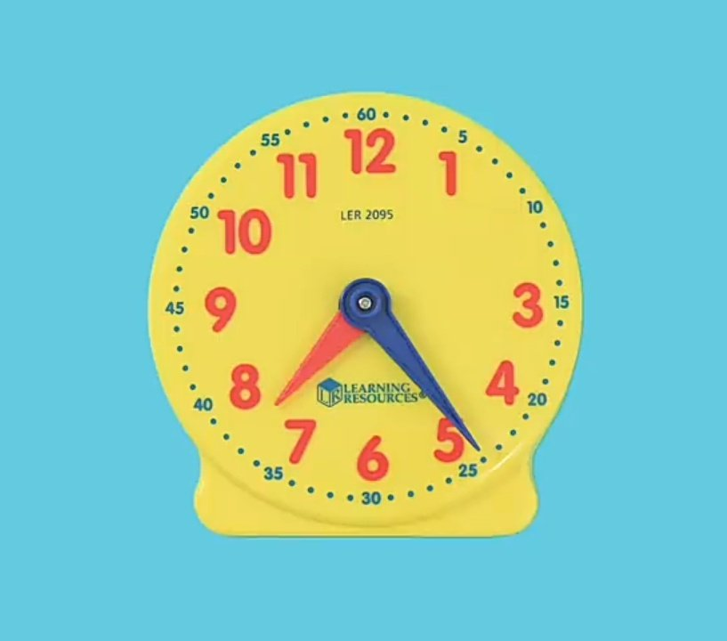 Yonghee & clock's are really really exist even since hello cix teaser. Is Yonghee some kind angel of time or what?  <br>http://pic.twitter.com/HJwMVGX3Ja