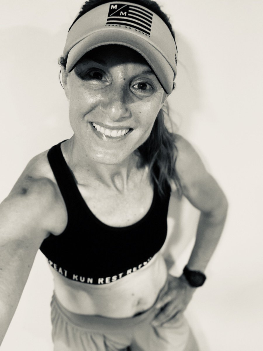 Busy day! I ran 8 sweaty miles earlier this morning on my treadmill. It felt amazing and the motivation was back.  Hope everyone is having a great day  #BibChat #motherrunner #runningisnotcancelled #running<br>http://pic.twitter.com/klZvyOzVIF