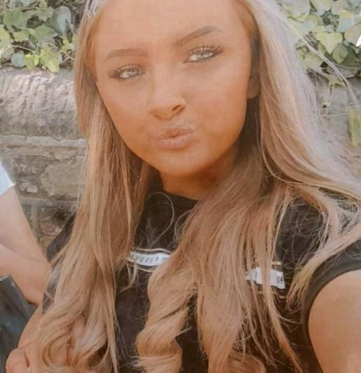Can you help find this missing teenager from Wigan? Bethany Sanderson, 15, was last seen at the Gerard Centre, Ashton-in-Makerfield on the 25th May. It is possible that Bethany is in the #St Helens area. Contact @GMP on 101 or @missingpeople on 116 000.