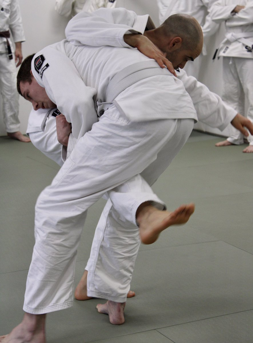 KogenLIVE Wednesday  9:30am Beginner's Yoga/Qigong 12pm Adult BJJ 5pm Little Kids BJJ (4-7yo) 5:30pm Big Kids BJJ (8yo+) 6:30pm Adult Muay Thai  7:30pm Adult BJJ  #kogendojo #weaerekogen #kogenLIVE #bjj #yoga #qigong #muaythai #jiujitsu #brazilianjiujitsu #severnapark https://t.co/2DBEEqEoBP