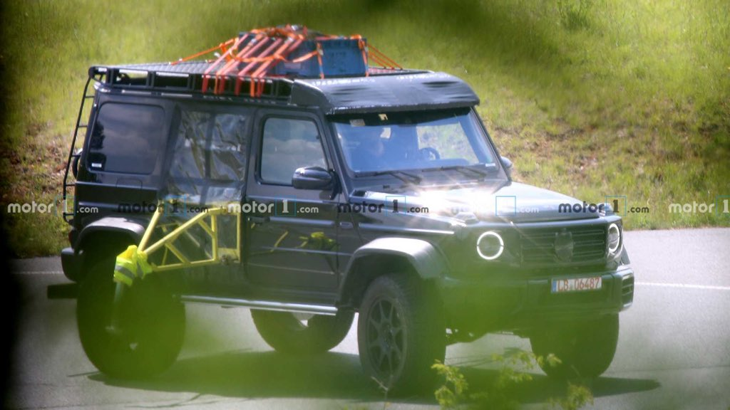 Good news for all #GWagon lovers, 4x4-2 is coming back based of new gen #GClass, @Motor1com shared spy pics of testing vehicle with portal axle and other testing equipments to test dynamics & stability. Eagerly waiting @MercedesBenz pic.twitter.com/Hk9GrFvZ9u