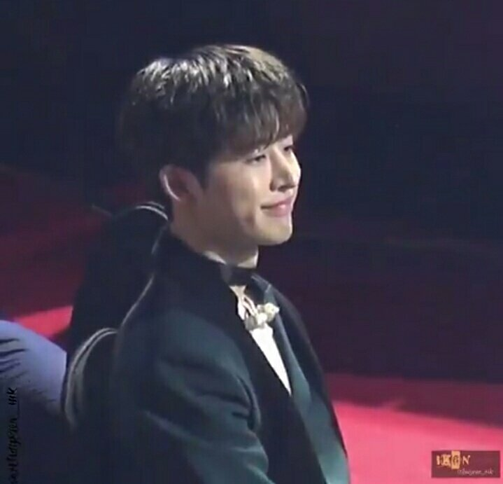 people : why is Hanbin trending? Us : because of his voice people : his voice? Us : yes in Epik High - Born Hater performance <br>http://pic.twitter.com/1DYOax0Qw2