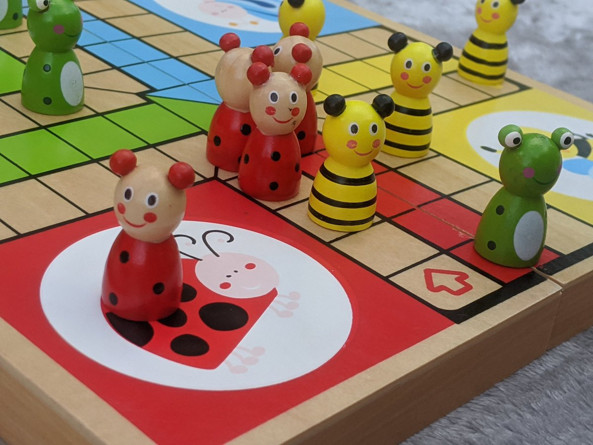 A very exciting game of ludo! #familytime pic.twitter.com/itoPUZAu27 – at Whirlow Park