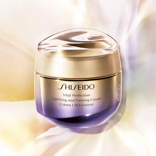 Vital Perfection Uplifting and Firming Day Cream from Shiseido is a global anti-aging cream for a firmer and more invigorated appearance.  https://bit.ly/VitalPerfectionCream_Shiseido…  #lojaglamourosa #shiseido #vitalperfection #skincare #cosmetica pic.twitter.com/fbaOWHsjqK