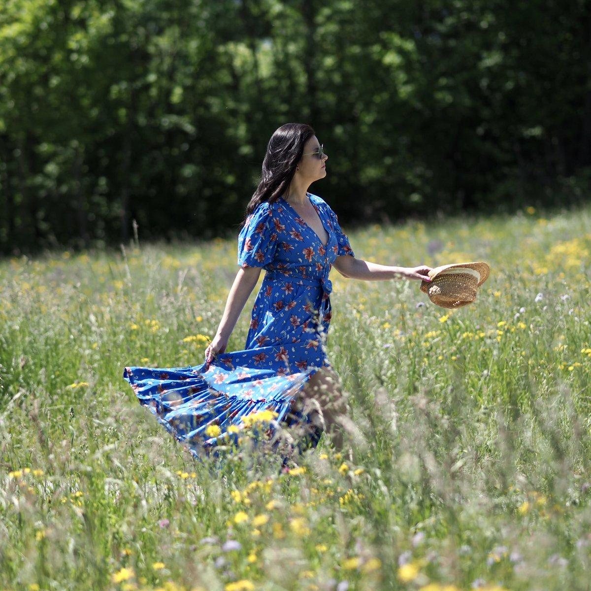 Was passt perfekt zu von der Natur inspirierten Mustern? Eine wunderschöne Kulisse in der Natur wie zum Beispiel eine tolle Blumenwiese!  https://www.instagram.com/p/CArbWj2jyl3/?igshid=1gguk3iq74hp1…  #sommerkleid #floralprint #maxikleid #maxidress #brunette #switzerland #bohostyle #corestilo #hellozurichpic.twitter.com/39VMtuvOt1