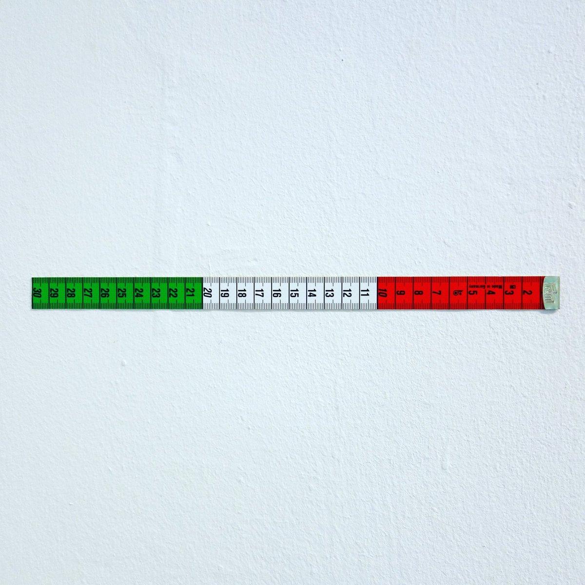 ITALIAN FLAG 30 CM Matthias Braun 2020 30 x 1,8 cm tailor measuring tape, cut #matthiasbraun #contemporaryart #contemporaryartist #tailormeasuringtape #flag  #minimalart #conceptualart #minimalism #italy #kunstinstallation #white #artinstallation #kunst #red #green #artobjectpic.twitter.com/hQCA81ueOY