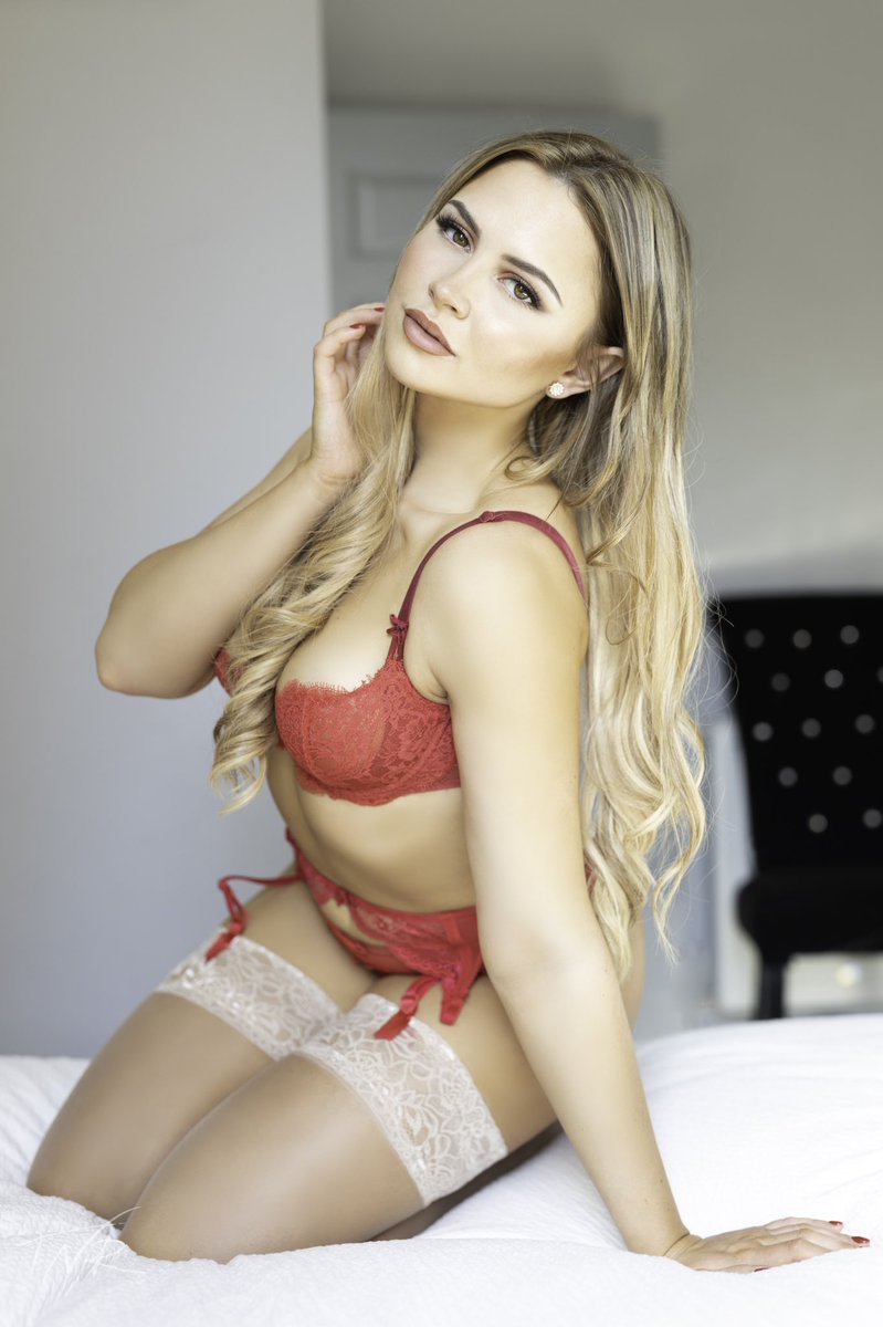 I can do natural light in a bedroom too and it looks so good #glamour #red #lingerie #blondepic.twitter.com/U3xG6DXevT