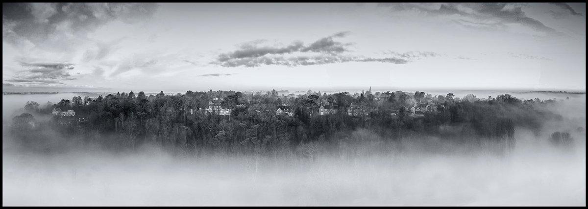 The floating isle that is Bengeo.  #bengeo #hertford #herts #throwbackthursday #blackandwhite #drone #visitengland #photosofengland #gramslayers #destination_wow #artofvisuals #capturingBritain #weekly_feature #herts #madeinengland #England #global_igers #visualambassadorspic.twitter.com/dcFfaTLKiH