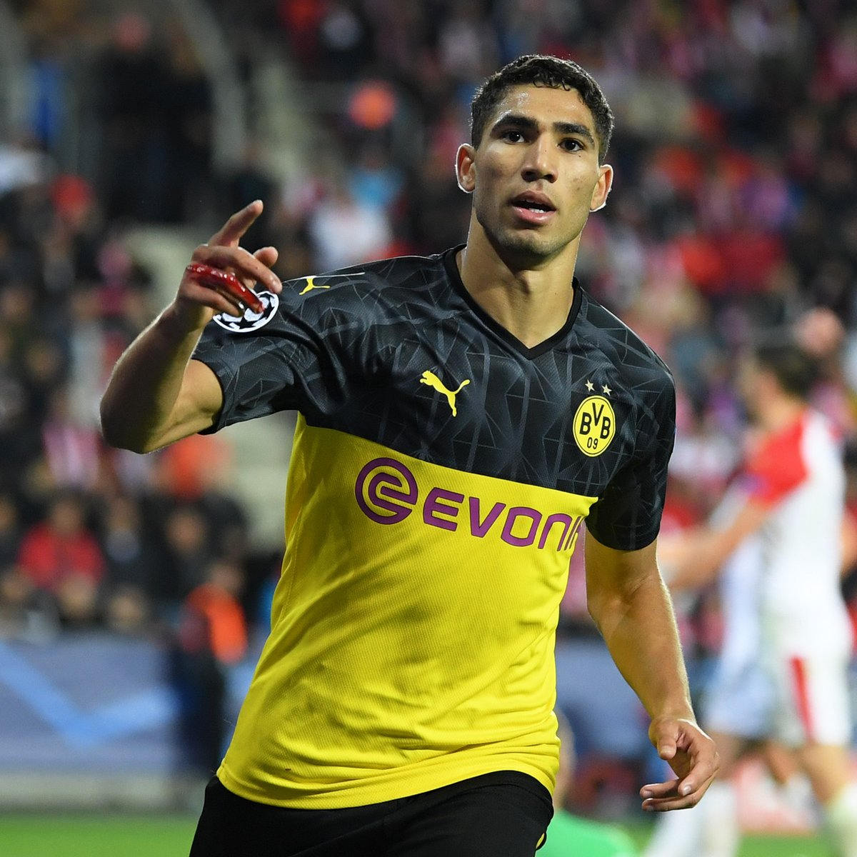 Dortmund's Achraf Hakimi has been named the Bundesliga's fastest player since data collection began in 2011  <br>http://pic.twitter.com/DDBJ9nAOpa