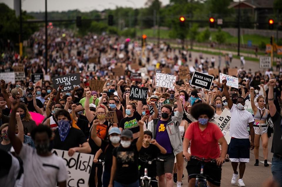 ⬜️「どうかお願いだ、息ができないんだ…」警察官に路上で首を押さえ続けられた黒人男性が、死亡した事件を受け、アメリカでは大きな抗議活動が起きています(アル・ジャジーラ 英字)#stopkillingblackmen