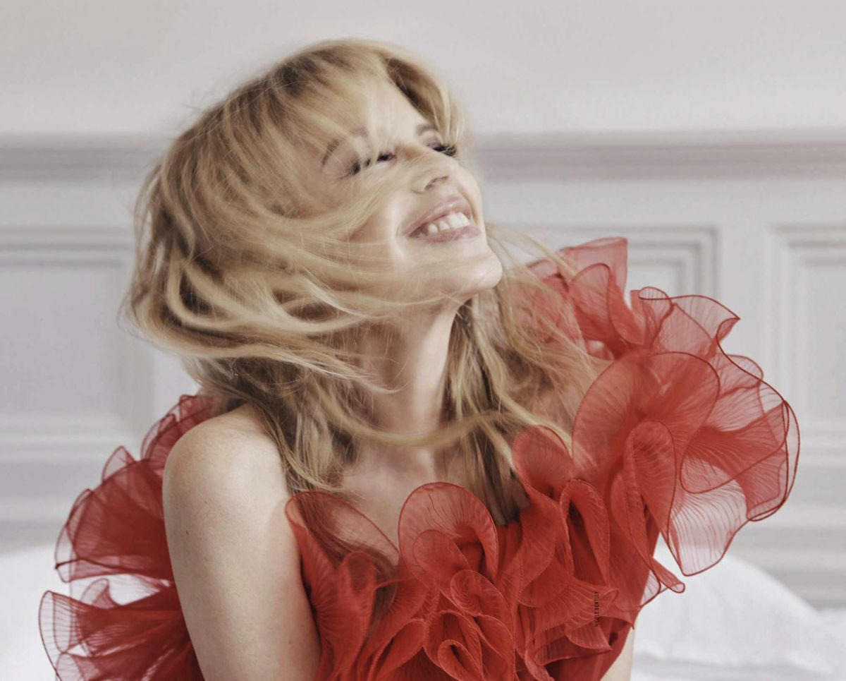A very Happy Birthday to the Queen of Pop @kylieminogue  Happy Birthday!!!  #KylieMinogue #lovers pic.twitter.com/OXHFTbnsfk