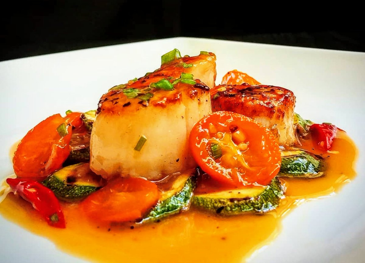 Scallops with kumquats, ginger and chili #WednesdayMotivation #Foodie #Cooking #recipes #deliciouspic.twitter.com/ZYhfJhzrI5