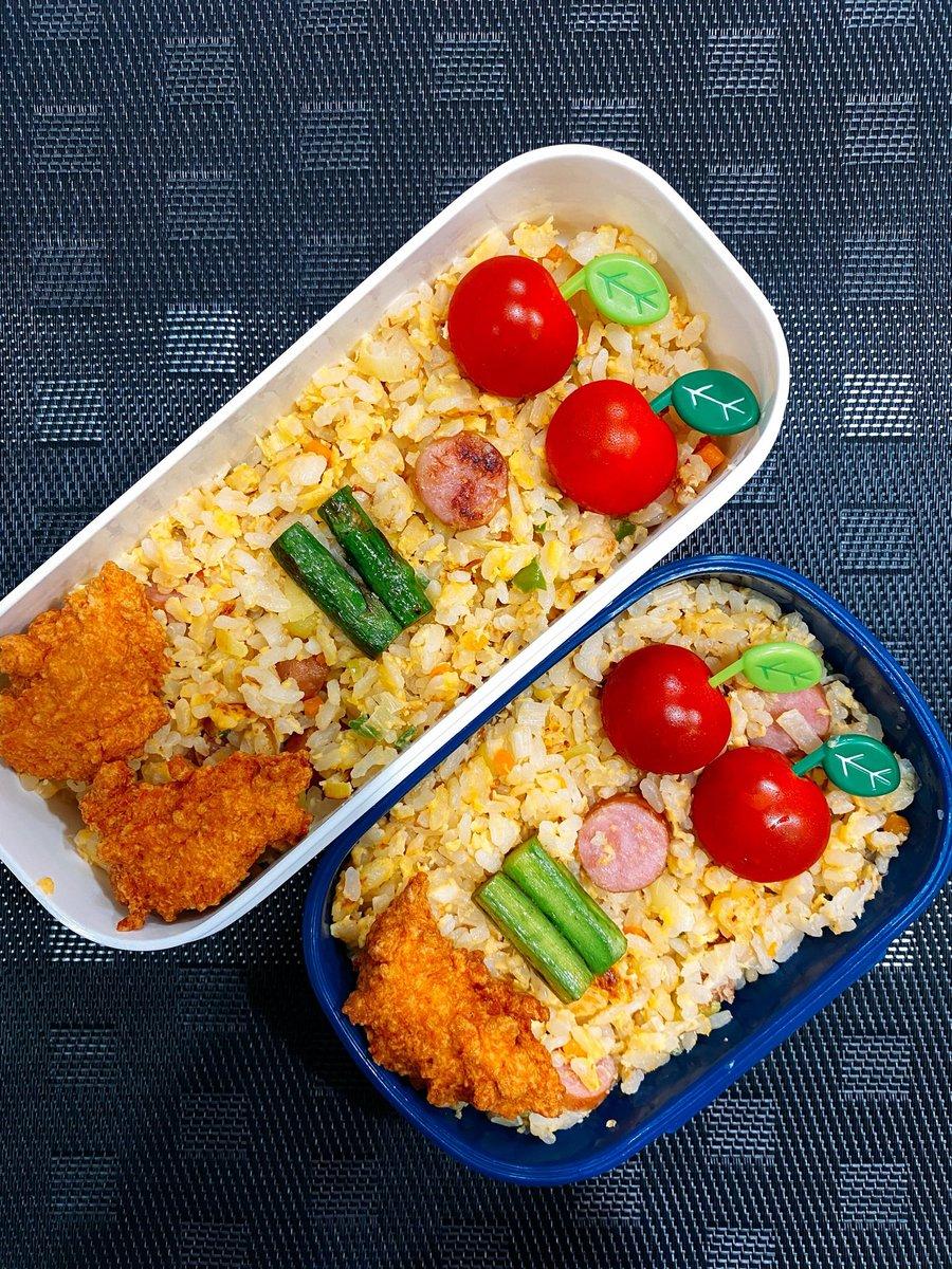 おはようございます  今日のお弁当はチャーハンにしました  昨日の惜しいチキンナゲットも添えて。  これが顔に見えるあなたは自粛疲れです  #お弁当 #今日のお弁当 #料理 #おうちごはん #Twitter家庭料理部 #料理好きな人と繋がりたいpic.twitter.com/HVojCdckN9