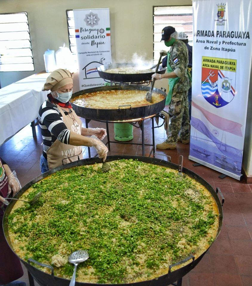 Con el apoyo de la Gobernación de Itapúa, la alegría y entusiasmo de los voluntarios de la Oficina de la Primera Dama @silvana_abdo Sede Itapúa, coordinados por Carolina Lapierre entregaron alimentos en el Nordeste de #Itapúa. pic.twitter.com/6tkkvGFee0