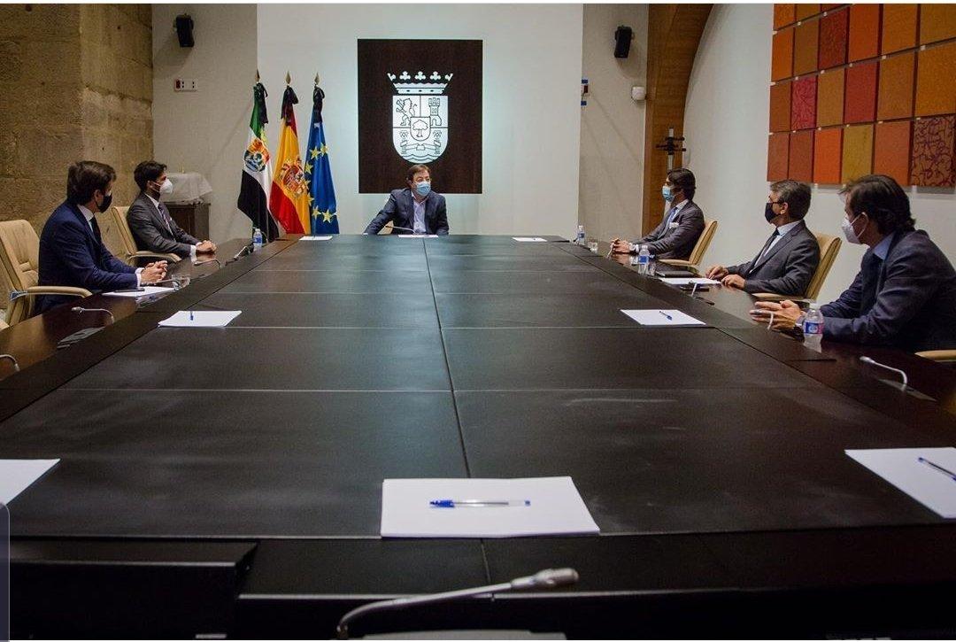 La @ftorodelidia inicia su ronda de contactos con los presidentes autonómicos.  Muchas gracias presidente @GFVara por escucharnos y por su apoyo a la Tauromaquia. Diálogo y colaboración, es el camino.  @Junta_Ex con nuestra cultura, con la tauromaquia. https://t.co/lsy8wZWnrf
