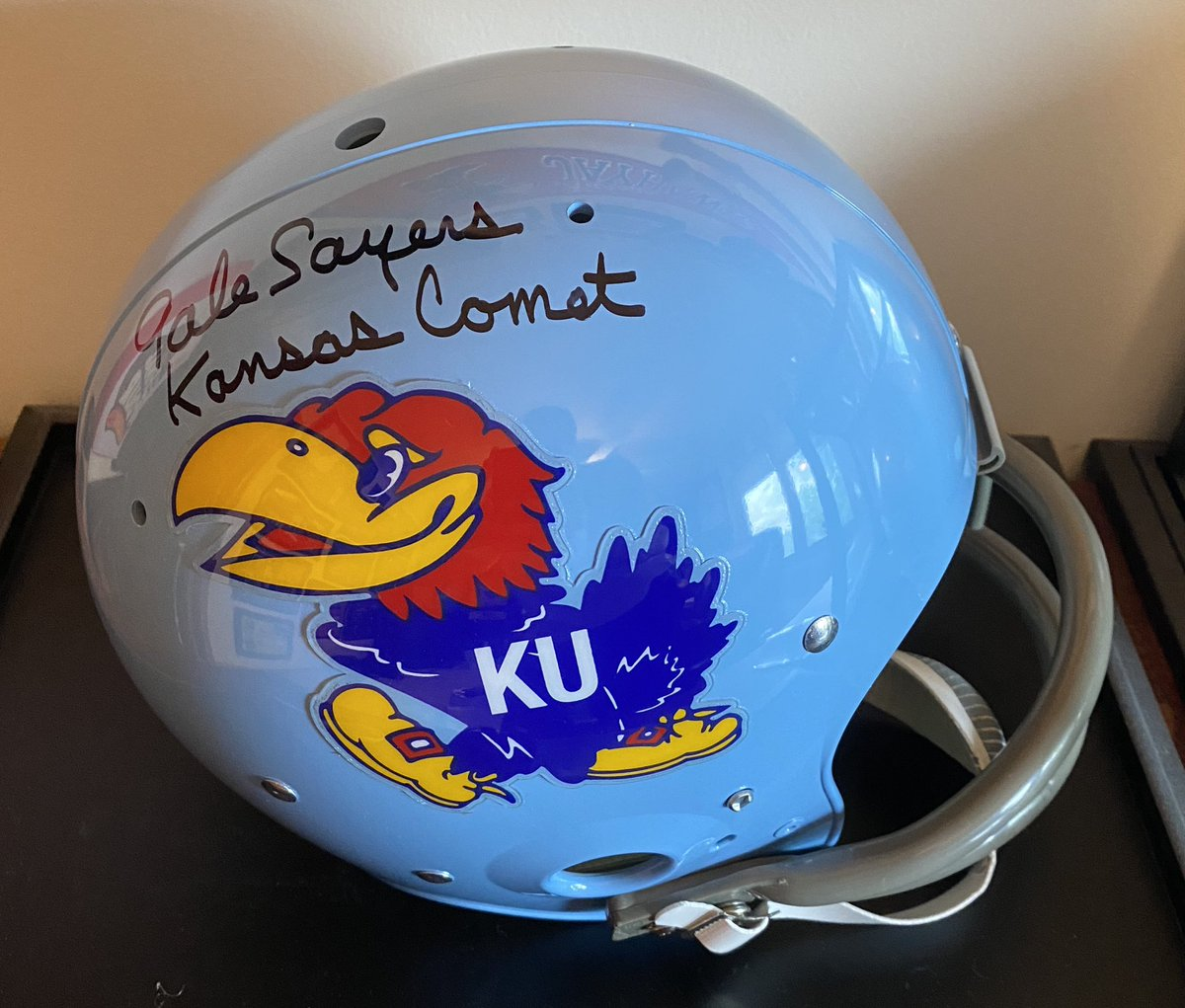 @KU_Football Let's roll it back even further. This vintage was pretty fresh... and The Kansas Comet agrees. 🔥🏈🔥
