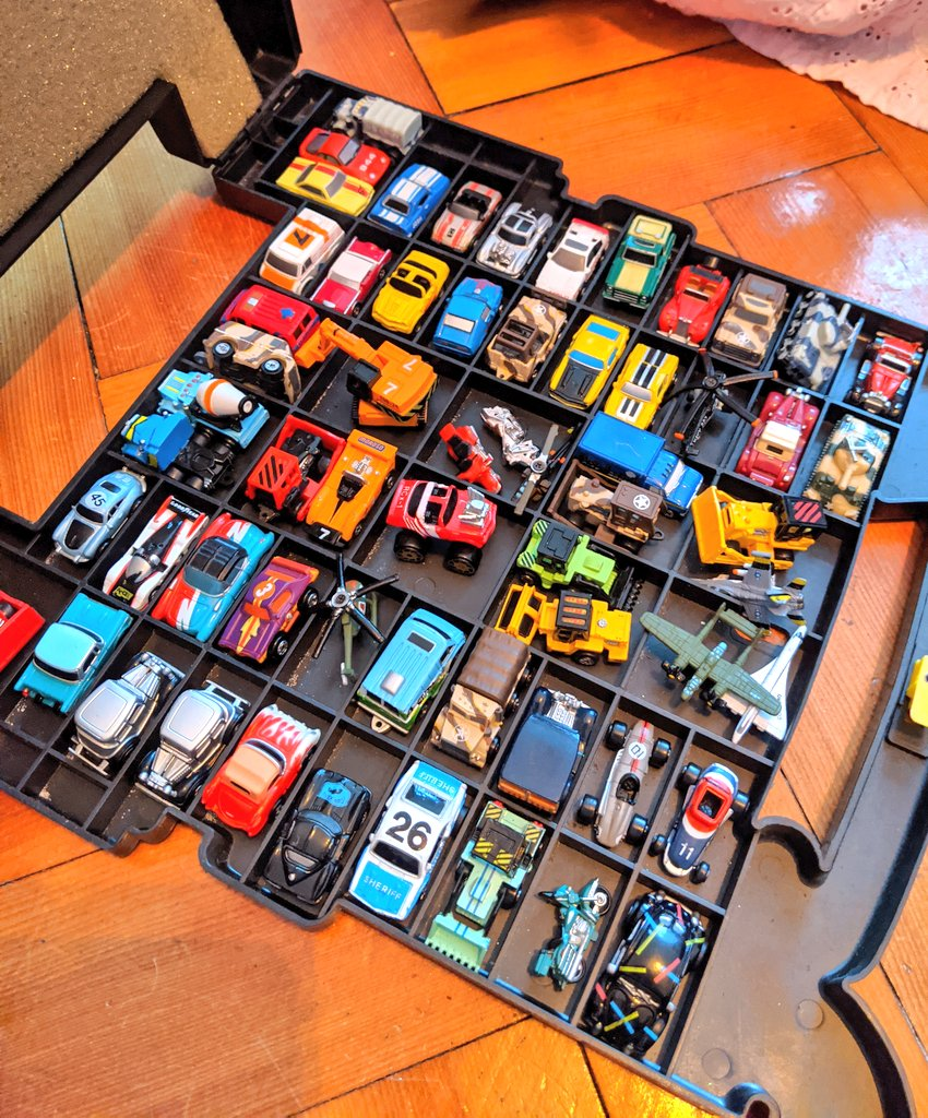 Micro Machines out of the parents' loft... loved these to bits and kept them in great condition somehow!  #micromachines #1980s pic.twitter.com/TGiQcwF4Dv