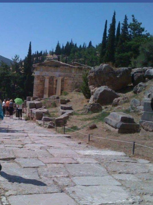 Because some things never change Delphi #Greece pic.twitter.com/l8OFOsafbV