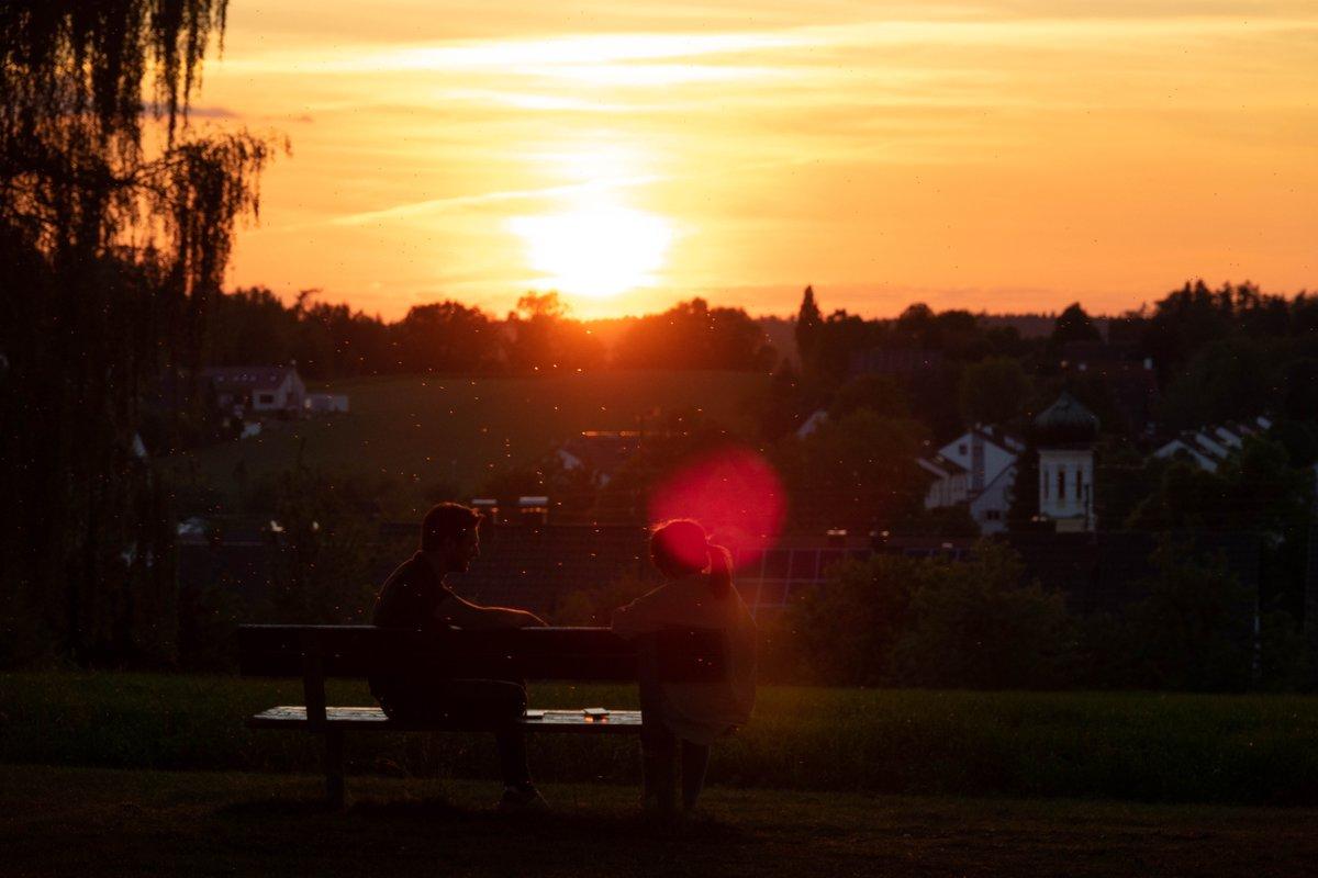 sunset conversation  #StormHour #Augsburgpic.twitter.com/A8DE3hVJRt