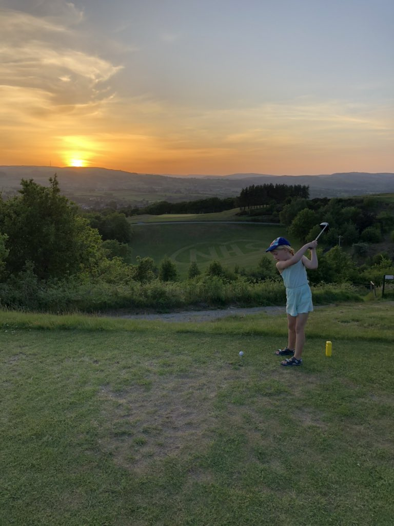 Another round at @GolfLlandrindod but this time with the family kids hit some great shots. Finished just in time for the sunset as well. #NHS #FamilyTime #Sunset #golf #makingmemoriespic.twitter.com/rcb9UlfCAM