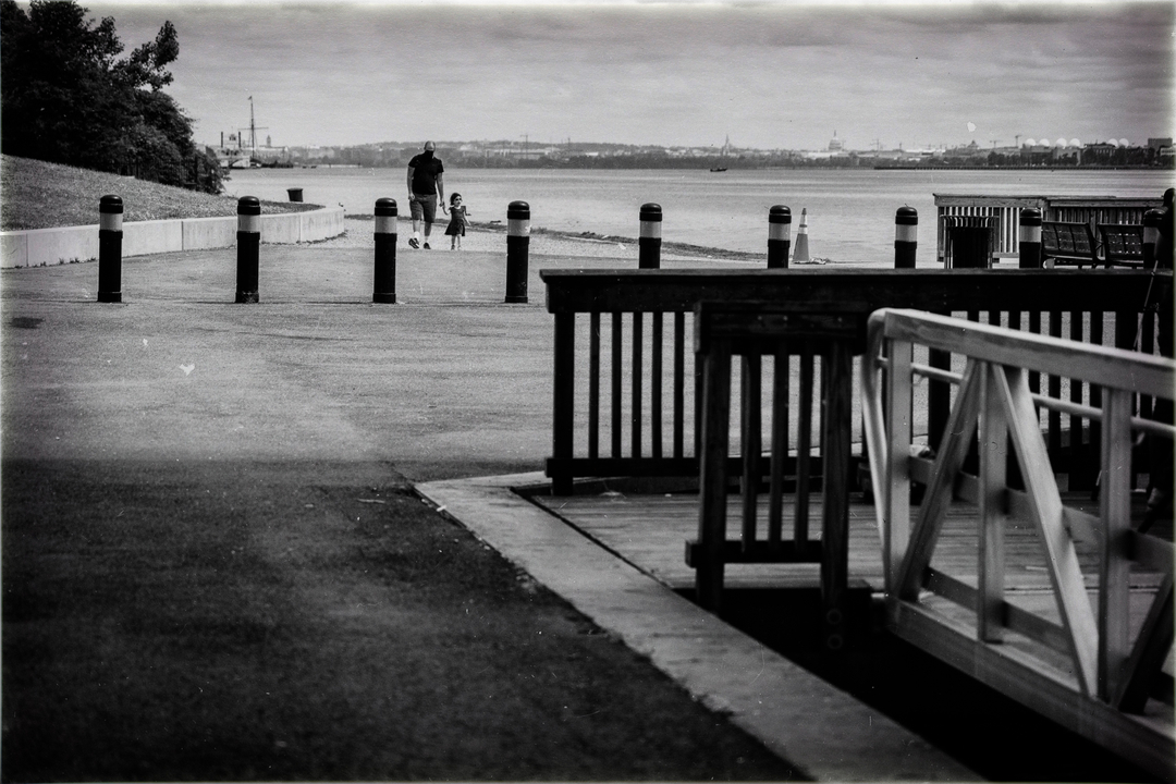 A man and a young girl on a lonely walk in Alexandria, VA. On  the River Walk along the shores of the Potomac in Southside Alexandria City #OldTown #alexandriava #blackandwhitephotography #bnw #bnwphotography #bnwshots #bnw_greatshots #bw_photooftheday #blacka... https://t.co/4OSiEthTME