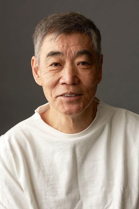 東京・浅草九劇が「オンライン型演劇場」としてリニューアル。第1弾として柄本明の1人芝居『煙草の害について』が6月5日と6日にVimeoで有料生配信される。