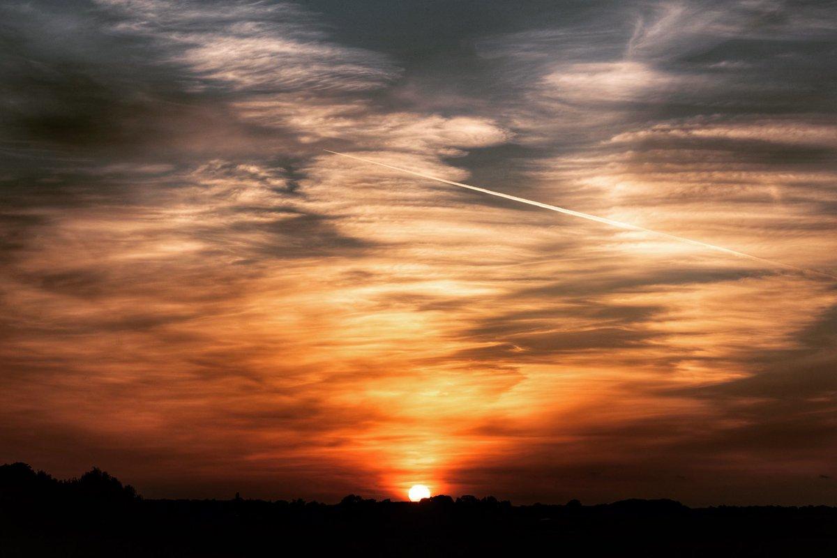 Bingham sunset this evening  #StormHour pic.twitter.com/UdLJ1mGHtK