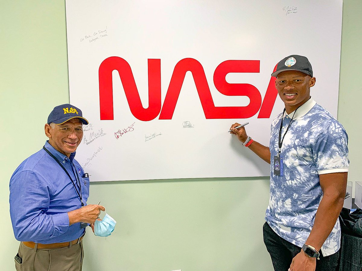 History will have to wait....Safety first with today's mission scrub; but, all was not lost when you finally get to meet a Legend - retired @USMC Maj. Gen. and former astronaut & @NASA Administrator Charlie Bolden - @cboldenjr. @SpaceX #CrewDragon #LaunchAmerica 🚀