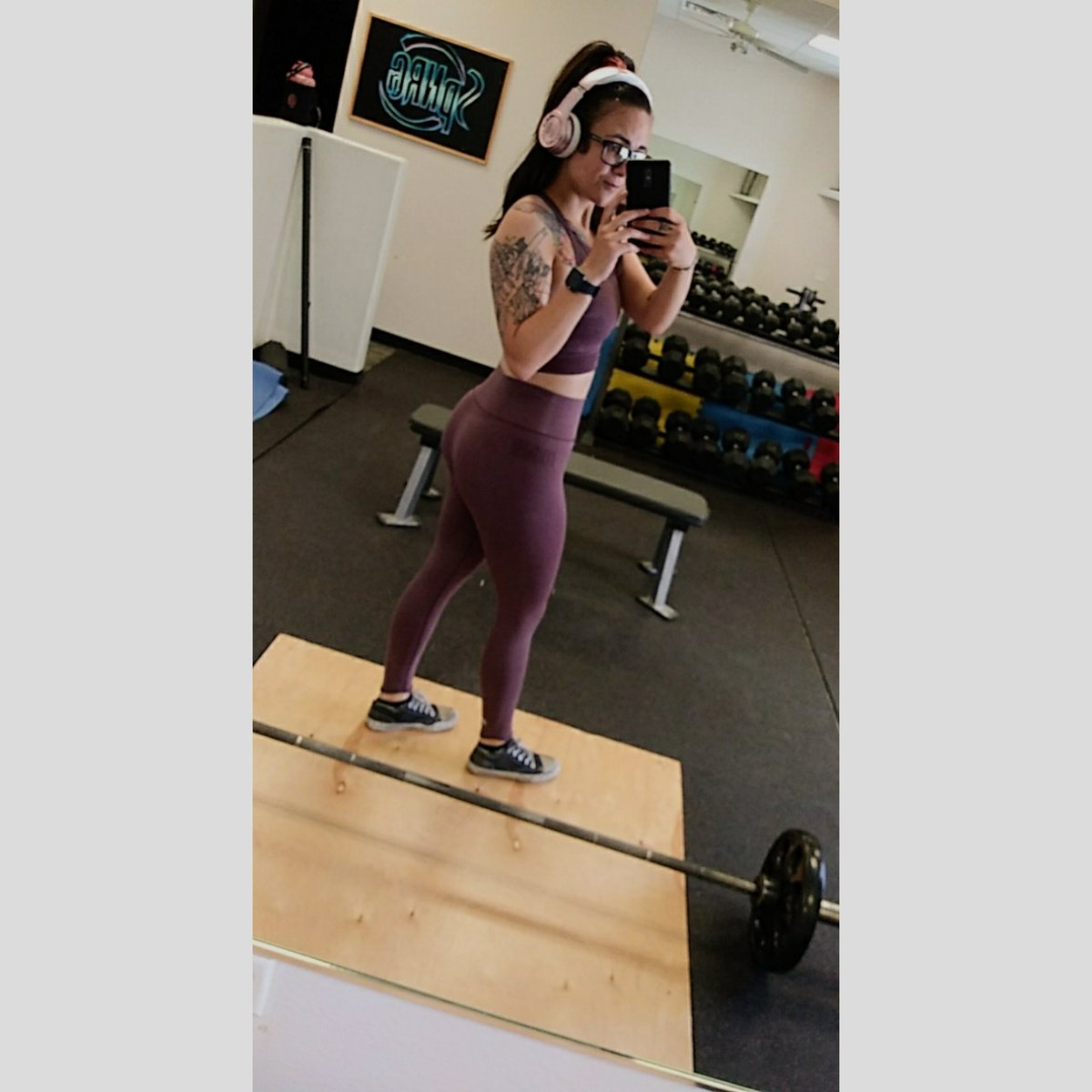 Happy #humpday! Killed my workout thanks to dry scooping some pre bc ya girl was tired lol.  #fitchick #fitness #gymshark #girlswholift #girlswithtattoos #inkedgirls pic.twitter.com/CkZitEhx3O