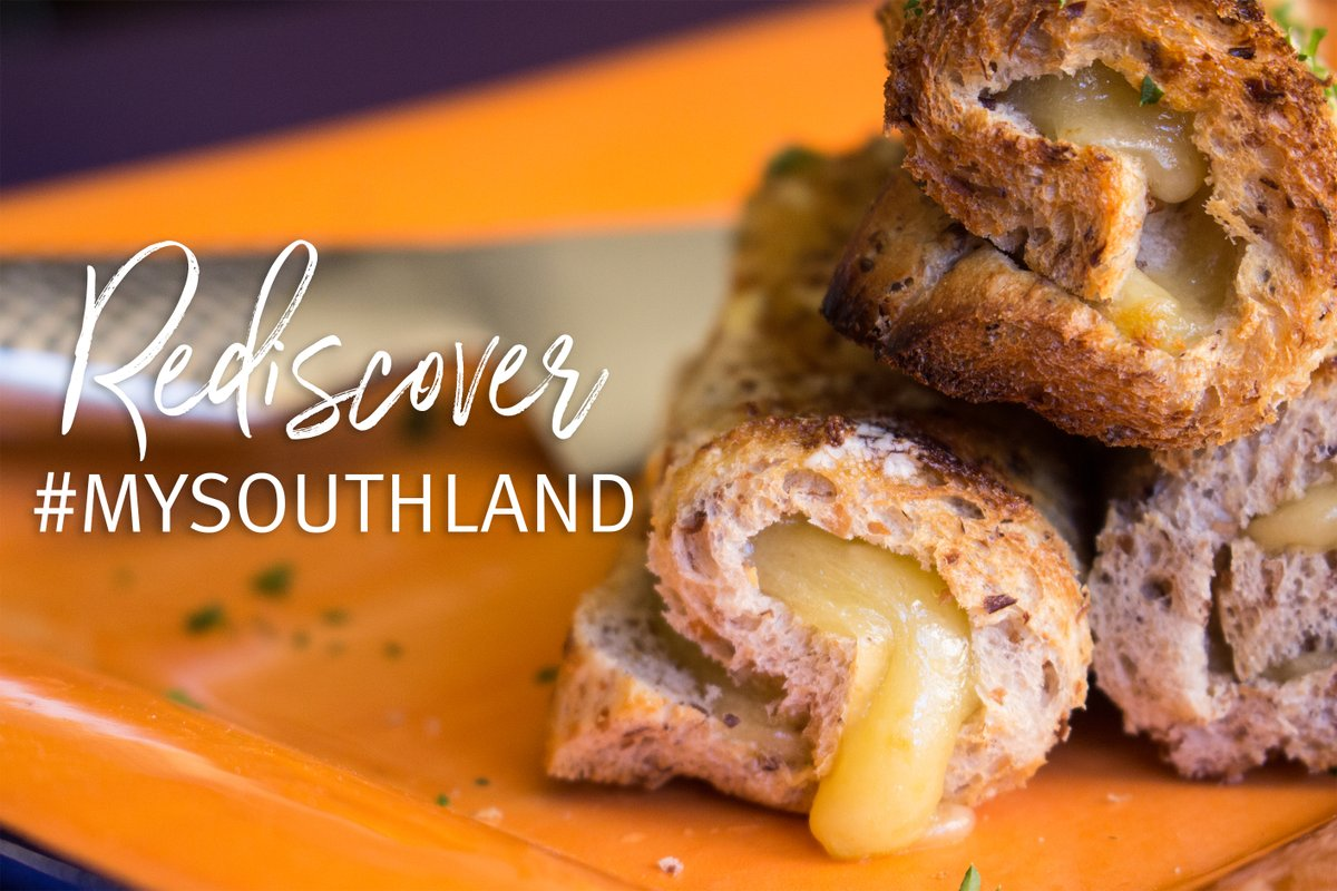 If you haven't had one (what?!!) make sure you add a Cheese Roll to your Rediscover Southland list!  #Invercargill   https://southlandnz.com/invercargill  https://southlandnz.com/southland/coffee…  https://southlandnz.com/southland/the-southland-cheese-roll…pic.twitter.com/CvM16Tjyab