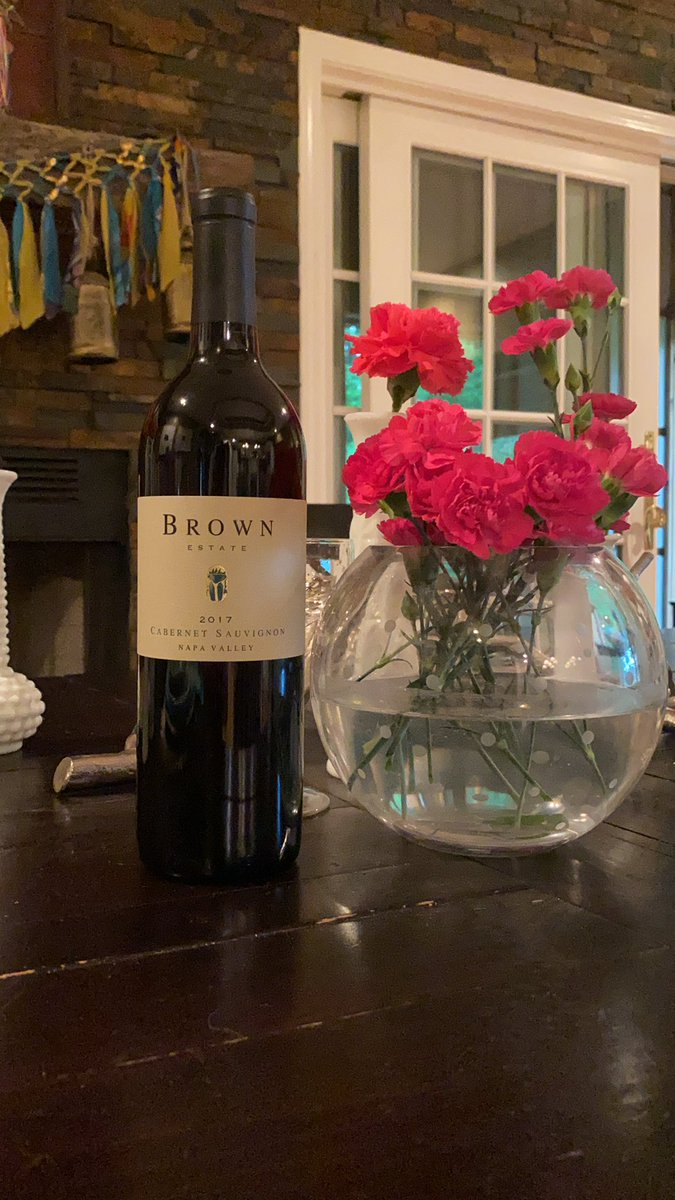 getting ready for happy hour and @HarvardHBS virtual happy hour with @brownestate 🍇 🍷🥰