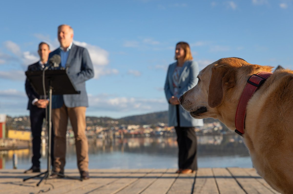 Press conference in Merimbula with @KristyMcBain and @JEChalmers. There were some ruff questions from Lola.pic.twitter.com/hmsQznRV4O