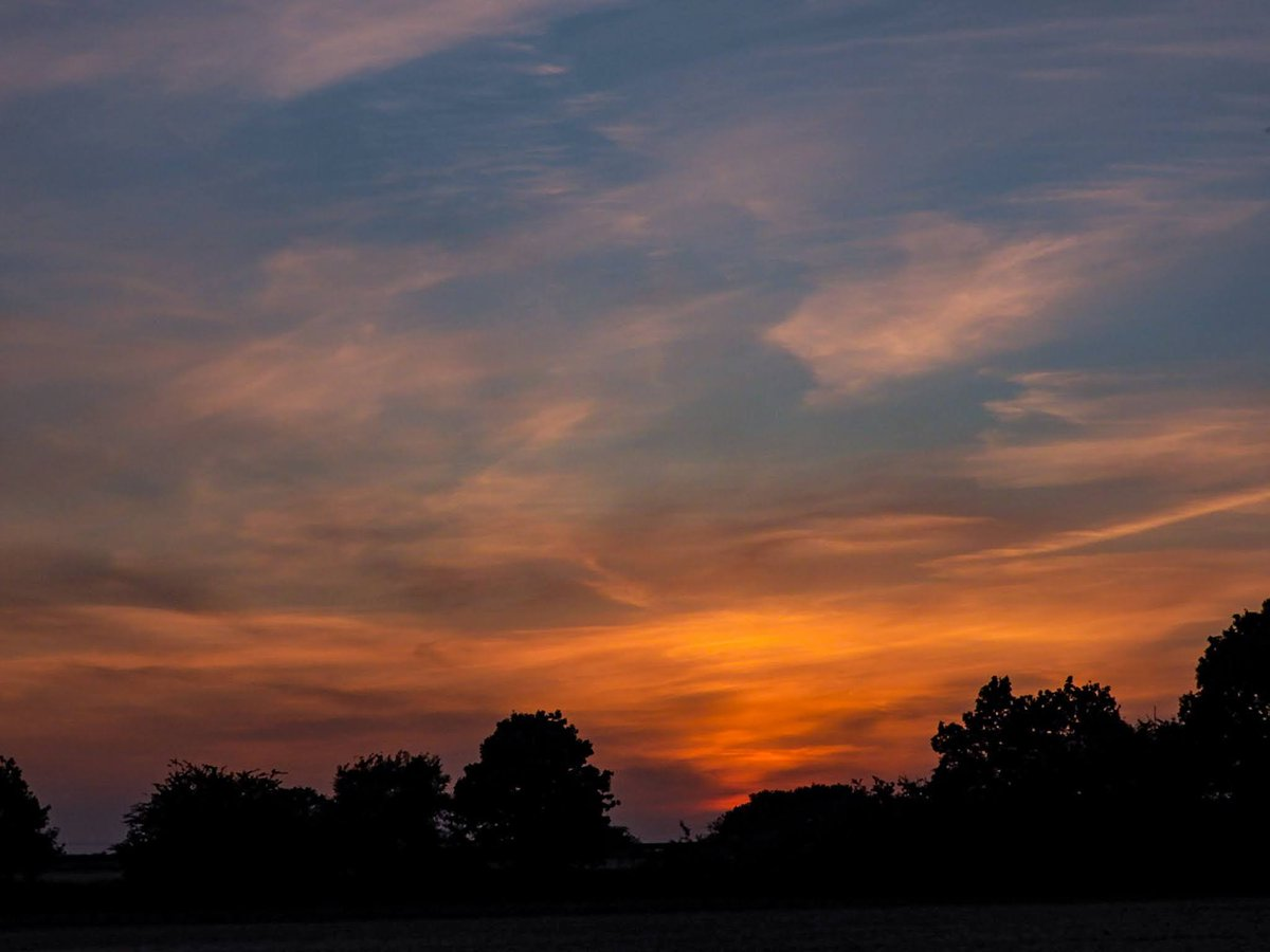 #stormhour Wednesday's sunset after glow clouds Graveley Hertfordshire UK #POTWpic.twitter.com/BvOfaUd1XM