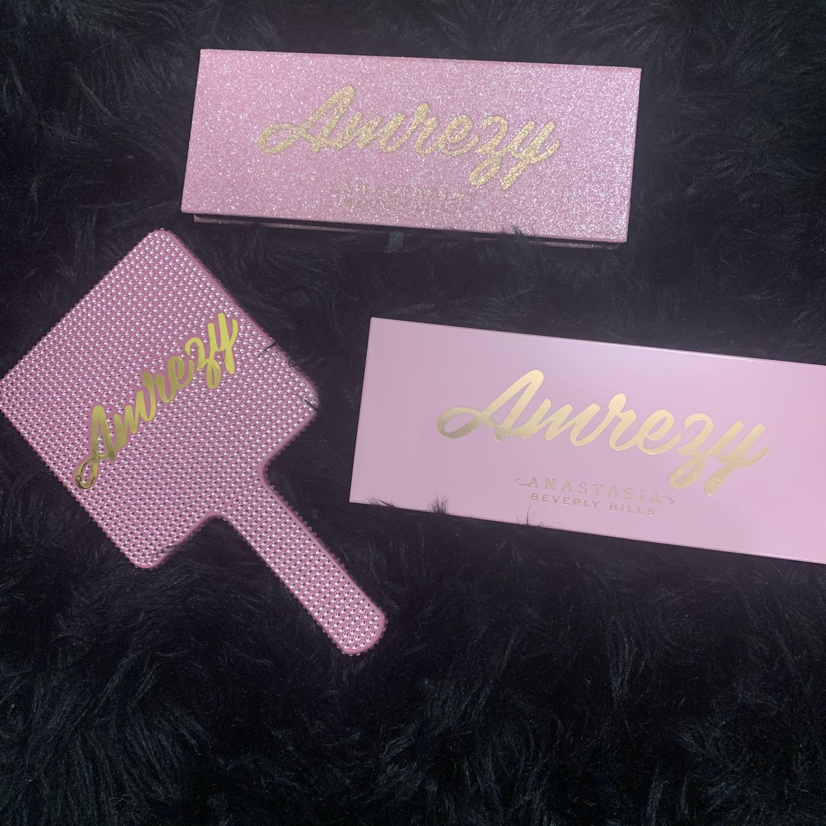literally my number 1 go to right now! #amrezypalette #abhpic.twitter.com/XtDz69BmbM