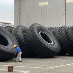 これはデカい!超大型のタイヤと人類との大きさ比べ!