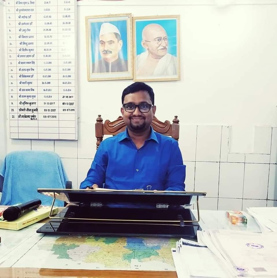 #BPSC द्वारा आयोजित तीरसैठम् संयुक्त परीक्षा मे अप्पन मातृभाषा #मैथिली विषय मे सर्वोच्च स्थान प्राप्त करनिहार  #संयुक्त_अवर_निबंधक केर पद पर कार्यरत #ABVP क पूर्व कार्यकर्ता श्री @Bhaskar_Jyotii केर जन्मदिनक हार्दिक हार्दिक बधाई संगहि सुखद, सुदिर्घ आ यशस्वी जीवनक मंगलकामना।pic.twitter.com/wQqplauOsv