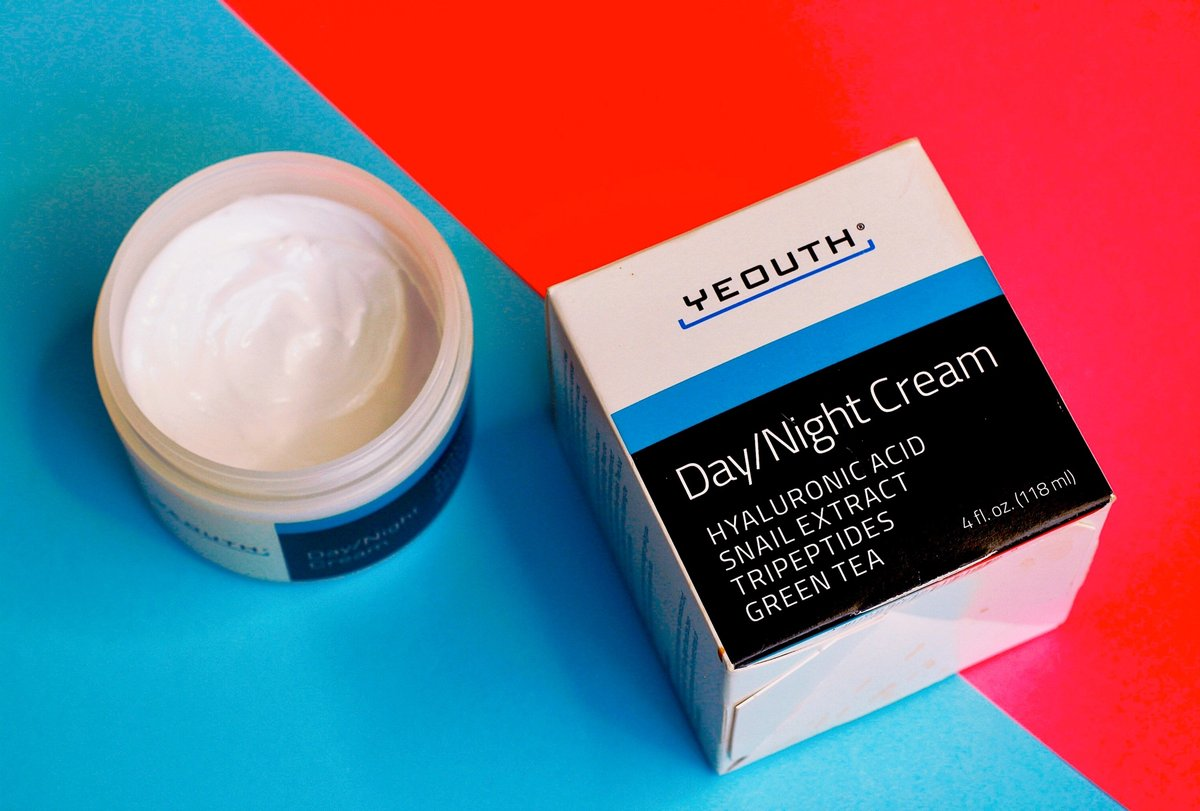 """""""Yeouth Day/Night Cream is infused with #SnailExtract that helps repair damaged tissues and promotes #cellrenewal.   It is also a natural exfoliant that helps eliminate dead skin, fade acne scars, fine lines, and wrinkles. The result is a brighter and smoother skin. pic.twitter.com/XvAAXFRU7R"""