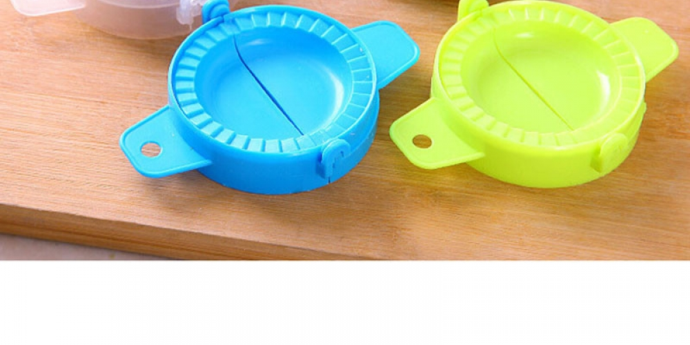 #Cooking Kitchen Dumpling Maker Mold pic.twitter.com/b3BxmxDE3O