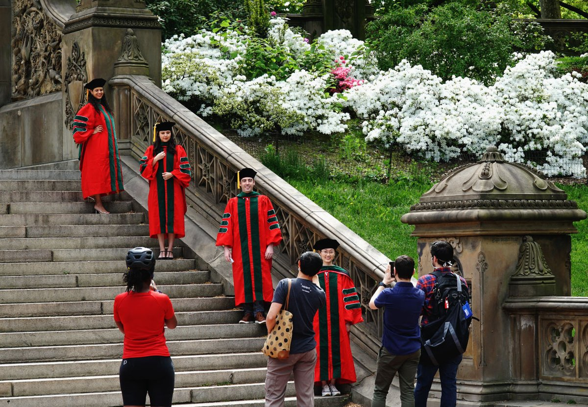 Graduation pictures in the age of #SocialDistancing at Bethesda Terrace @CentralParkNYC @My_Cen_ParkNYC @NYCParks @jeffjarvis