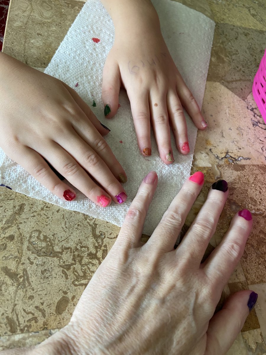 Alma and I did our #nails today https://t.co/RwEHCcomdm