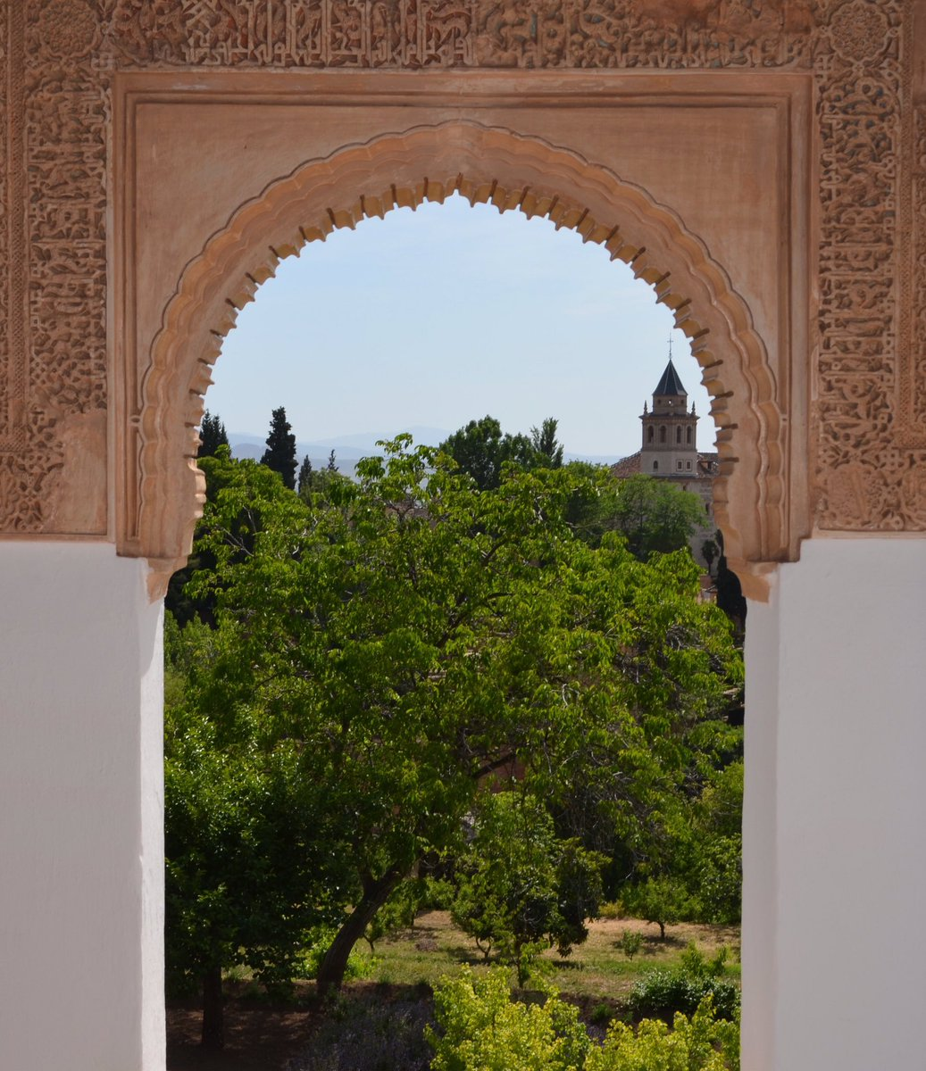 It's nice having a day in medieval Granada every now and then #spain #granada #alhambra #moorisharchitecture #garden #españa #visitspain #travel #remarkabletravelspic.twitter.com/wlbl1KAECh