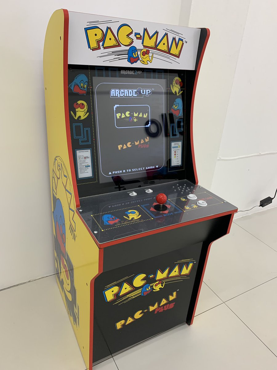 Latest addition to our new store! Who wants to play?  #PacMan pic.twitter.com/KcIiUxFtpH